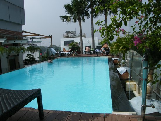 Grand Silverland Hotel & SPA: The rooftop infinity pool