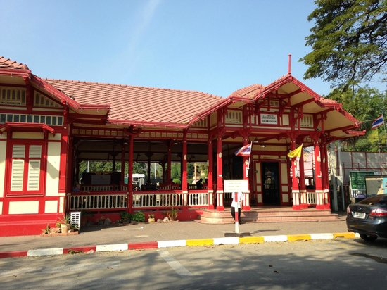 Hua Hin Railway Station : Front View from the road
