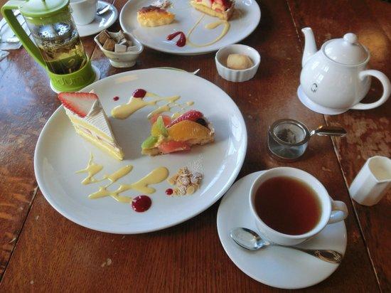 Taneya Hikonemihorinoya : ケーキセット(ケーキ2種+紅茶)