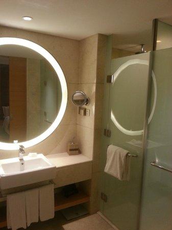 Crowne Plaza Shanghai Anting: Bath room