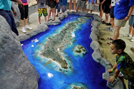 Gumbalimba Park: A 3d map of Roatan Island. That's real water around it!