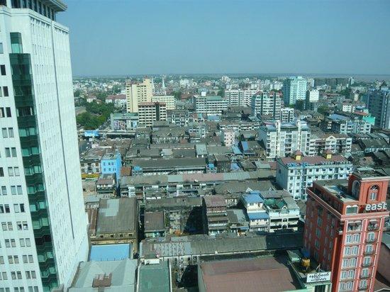 Sule Shangri-La Yangon: No pagodas but pleasant