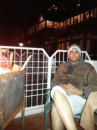 Grand View Hotel: Private born fire in garden of hotel