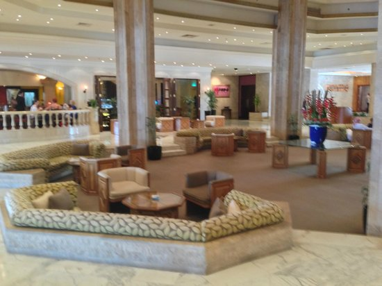 The Diplomat Radisson Blu Hotel, Residence & Spa: Hotel lobby