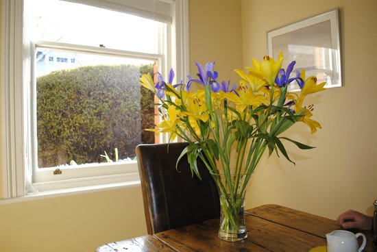 Bellerive House : The bright dining room where delicious breakfasts are served