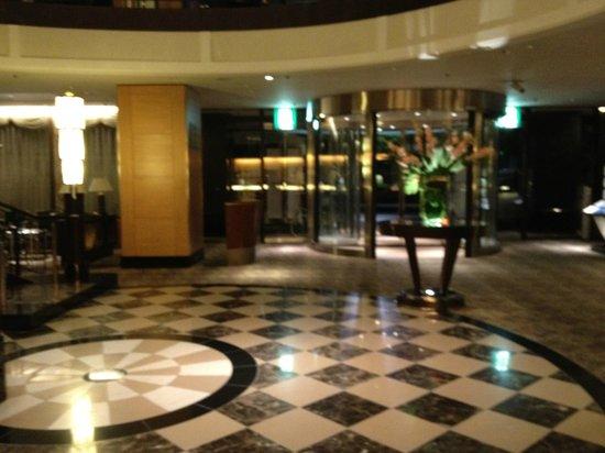 Kanazawa New Grand Hotel : 1階ロビー
