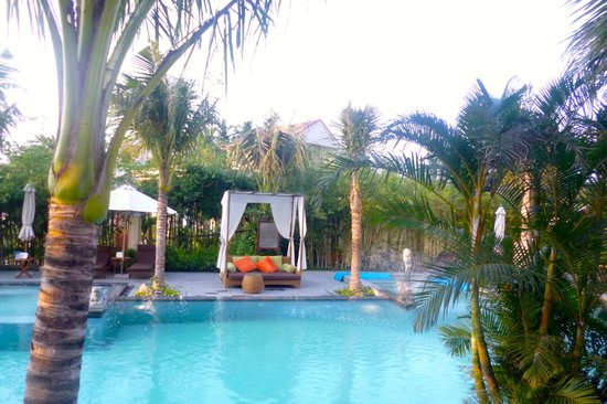 Essence Hoi An Hotel & SPA: stunning pool and garden