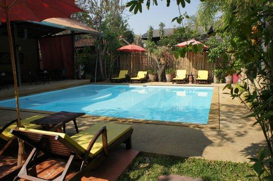 Joy's House: Espace piscine
