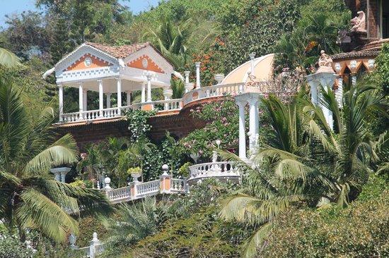 Coco Beach: 80 Crore Palace