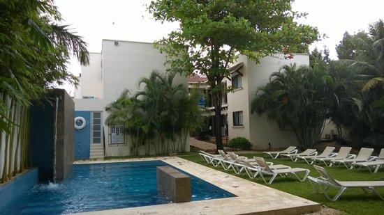 Nina Hotel: Pool area.