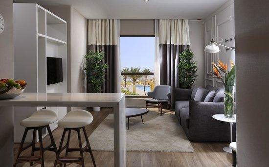 Hawthorn Suites by Wyndham Dubai, Jbr : Club Select Deluxe Room