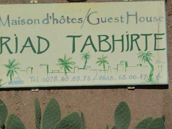 Riad Tabhirte: Panneau d'accueil du riad