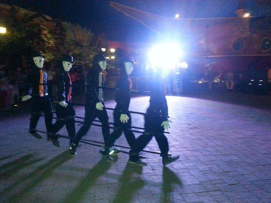 Imagica Theme Park: Dance crew