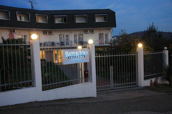 WaterLoo Hotel: Hotel evening view