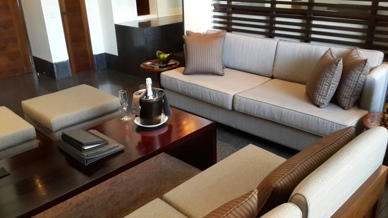 The Chedi Muscat – a GHM hotel: Living room of our junior suite