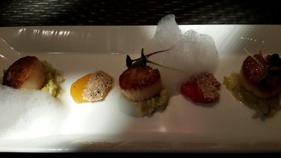 The Beach Restaurant at The Chedi Muscat: Sea scallops as a starter.