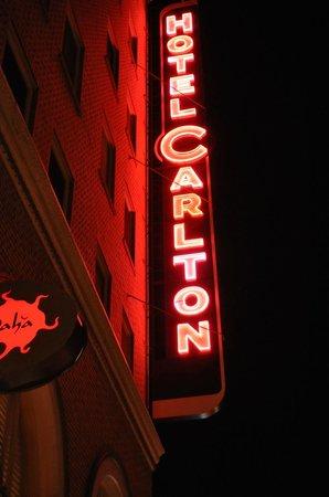 Hotel Carlton, a Joie de Vivre hotel: sign
