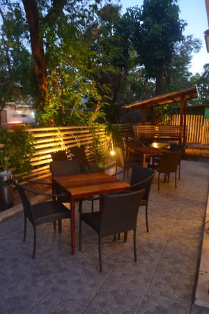 Calle Real Bistro : The Alfresco Seating