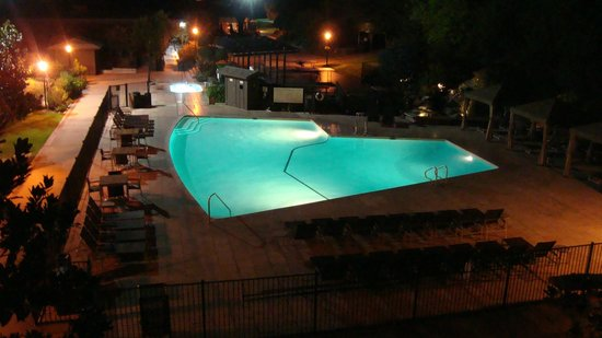 Hyatt Regency Monterey Hotel and Spa on Del Monte Golf Course : Pool at night