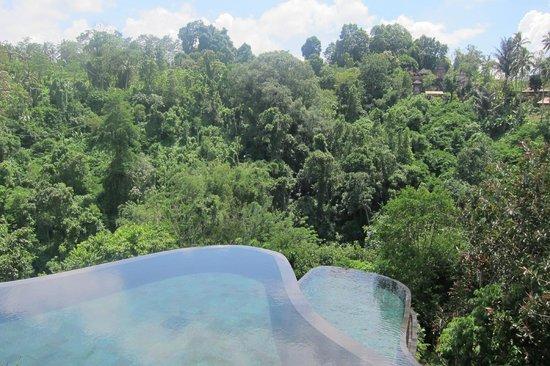 Hanging Gardens of Bali: infinity pool.