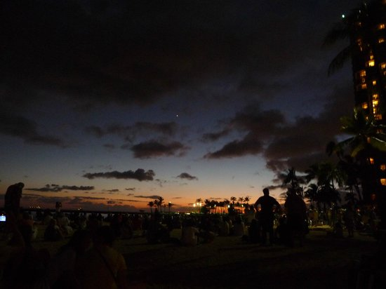 Fort DeRussy Beach Park : 夕暮れ
