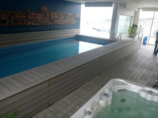 Bayview Hotel & Apartments: Indoor roof pool