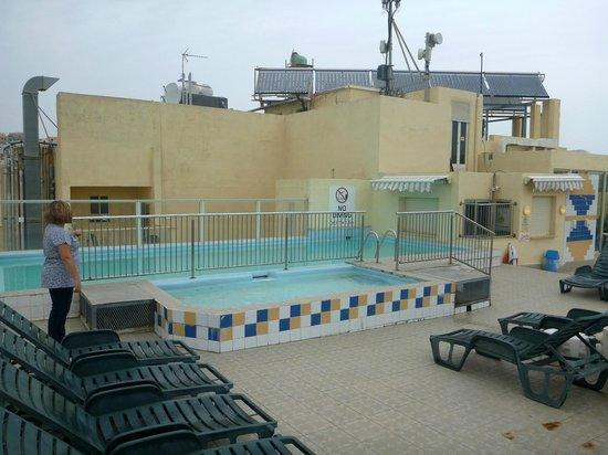 Bayview Hotel & Apartments: Outdoor roof pool