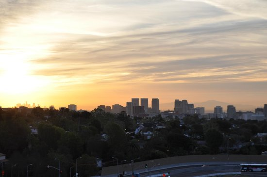 Hotel Angeleno: City view sunset