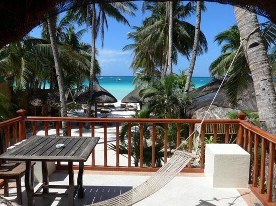 Friday's Boracay: Beach view superior room