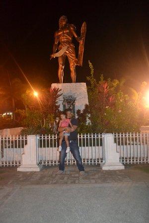 Lapu Lapu Statue: My dawta