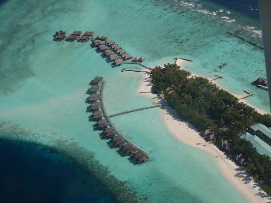 Veligandu Island Resort & Spa: Flying in via sea plane.