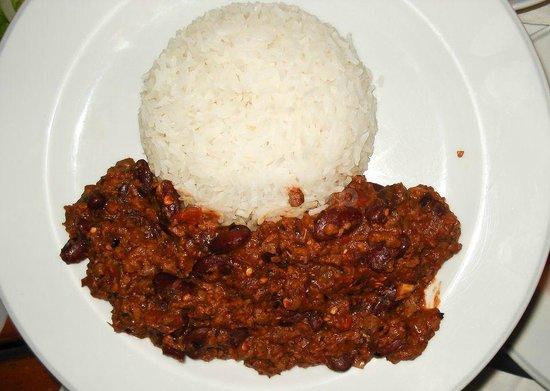 Paddy's Palms Irish Pub: chili con carne with rice