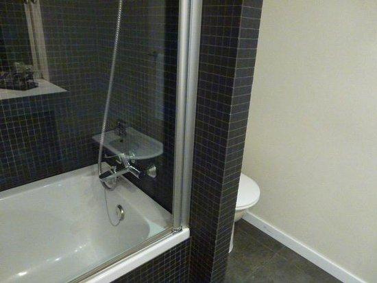 Alimara Barcelona Hotel: バスルーム