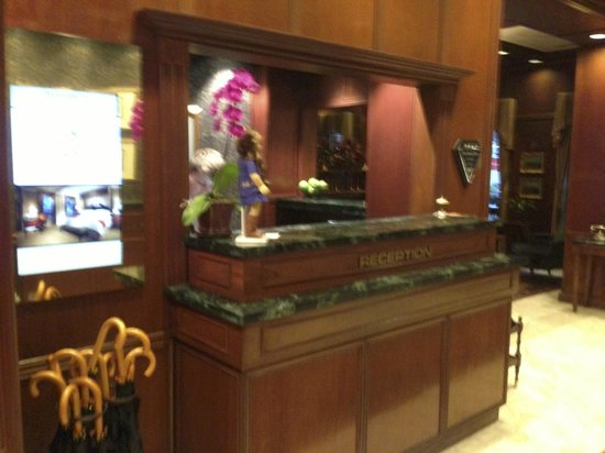 The Talbott Hotel: Front Desk