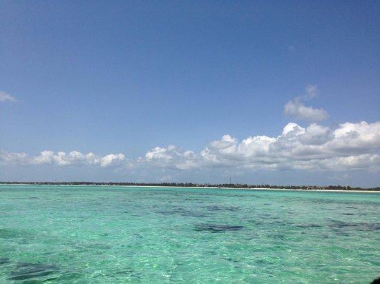 Hakuna Majiwe Beach Lodge: Panoramica della spiaggia vista dal mare