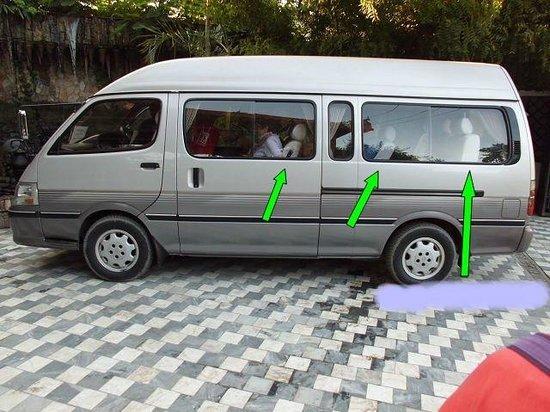 Pine Hill Resort, Kalaw: Mit solchen Bussen werden Kleinreisegruppen 6 Stunden von Mandalay nach Kalaw  transportiert.