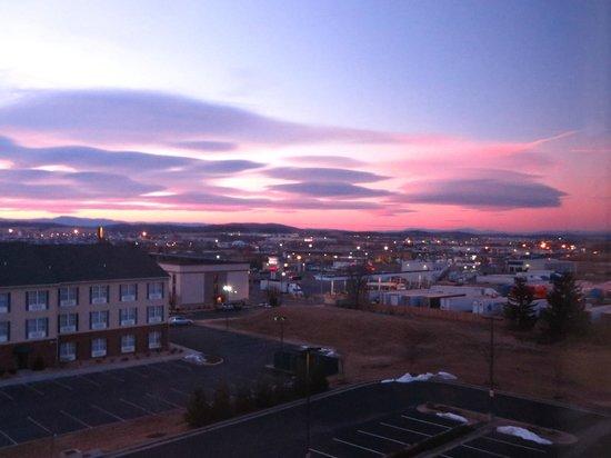 Hampton Inn Harrisonburg South : One of the pretty sunrise views across the valley