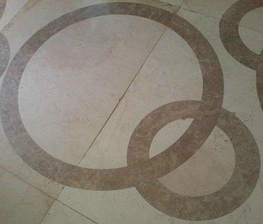 Quo Vadis Hotel Abuja: Q Logo