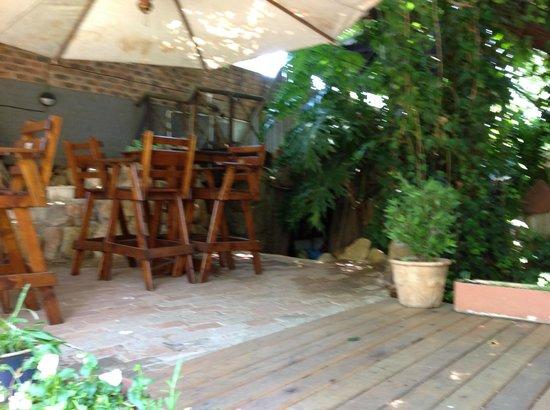 Laughing Chefs Boersjiek: Smaller outside seating area