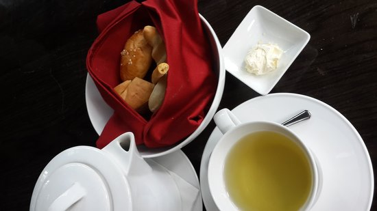Luna Negra : welcoming bread and chamomile tea