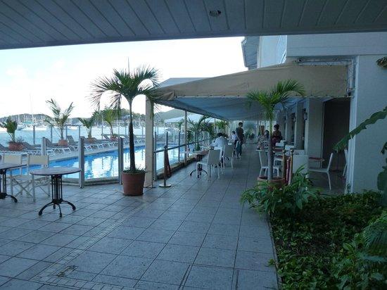 Le Beach Hôtel: Resto et piscine face à la mer