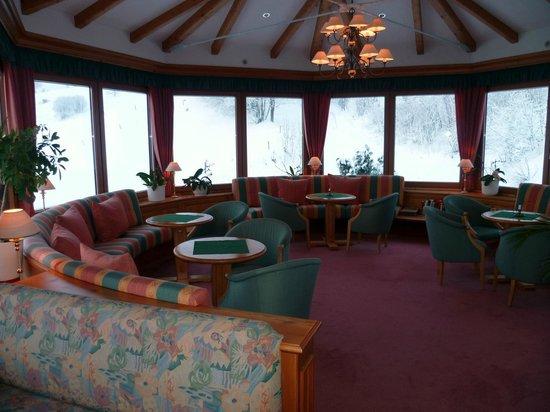 Hotel Sonnenalm : Salon d'angle vers salle à manger