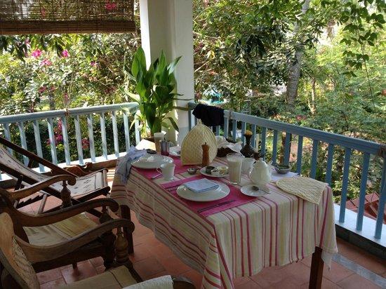 Villa Jacaranda : breakfast on private balcony