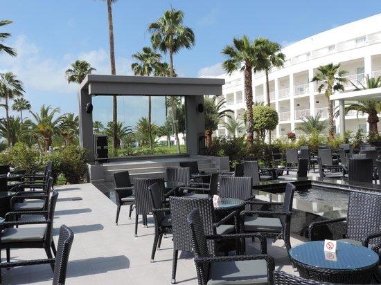ClubHotel Riu Gran Canaria: Outside Bar Area