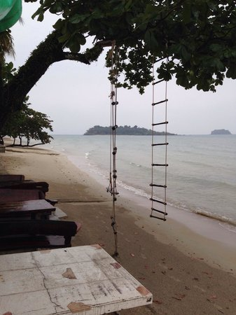 Mam Kai Bae Beach Resort: Beach front