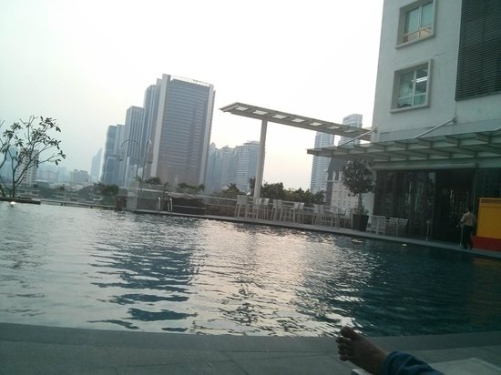 Ramada Plaza Dua Sentral Kuala Lumpur: Swimming pool
