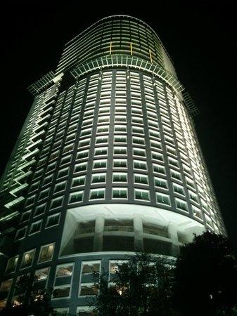 Ramada Plaza Dua Sentral Kuala Lumpur: At night