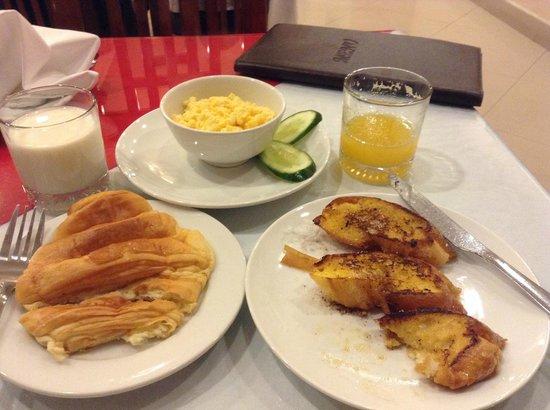 Hanoi Holiday Diamond Hotel: Yummy free breakfast!