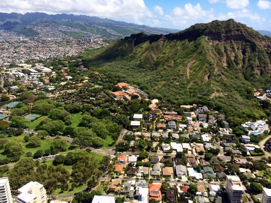 Novictor Helicopters : View of Diamond Head from the helicopter