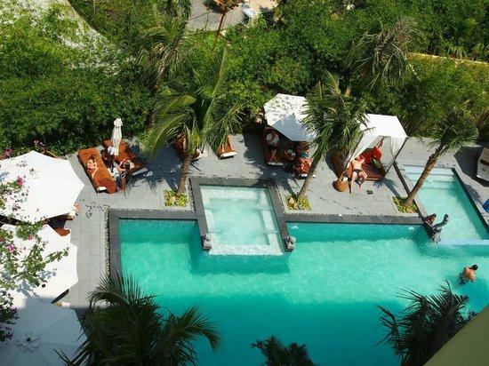 Essence Hoi An Hotel & SPA: Blick auf den Pool